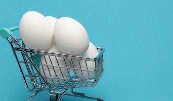 Ovos em um carrinho de supermercado